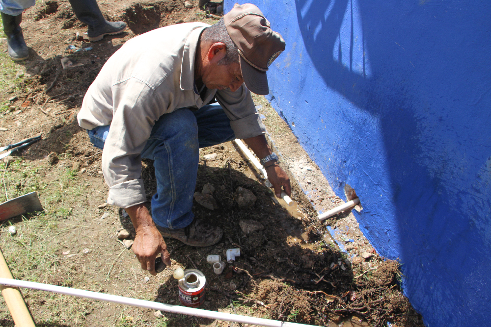 Instalan tuber a de agua potable en la concha ac stica - Tuberia agua potable ...